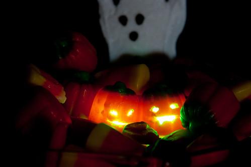 Mallowcreme jack-o-lanterns glowing