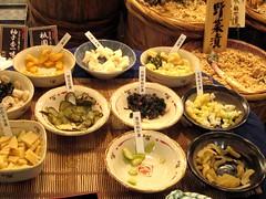 2007.6.16 錦・高倉屋 京都のお漬け物やさん4 試食が並ぶ
