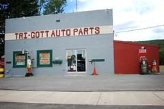 tri gott auto parts (OnkelChrispy) Tags: auto orange building robots bots