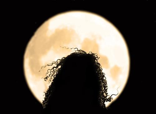 ÖåããáñïðáñìÝíç  (Spellbound by the moon)