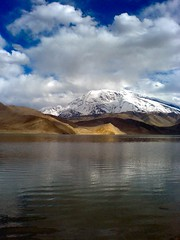 Muztagh Ata and Karakul Lake (spearhawk) Tags: china road lake mountains highway silk xinjiang karakoram kkh karakul pamir ata muztagh
