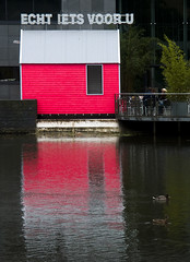 ECHT IETS VOOR U (BASE.photography) Tags: pink reflection catchycolours footbridge ducks vanabbemuseum eindhoven johnkrmeling vanabbe cahen cmwdpink bas3 echtietsvooru basegee basgijselhart bas3photography