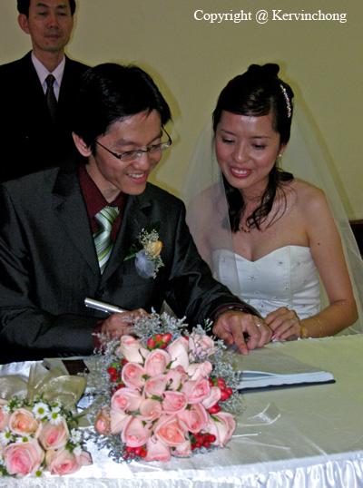 Signing-01