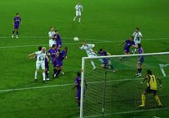 4199 Rasmus Lindgren kopt vrij op de goal