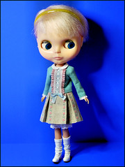 Scared of her own shadow? (giddykipper/debra) Tags: kenner blythe poupeemecanique