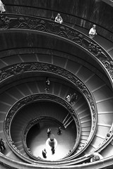 down (Dean Ayres) Tags: italy vatican rome roma spiral italia staircase vaticancity vaticanmuseums