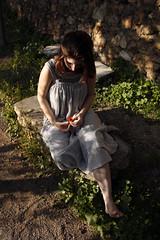 Atenea (4/6) (Laureano Moreno) Tags: mujer almudena flor modelo sesion vestido torres pensativa delicadeza atenea ltytr1