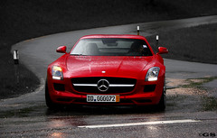SLS AMG (Germanspotter) Tags: auto street new red rot beauty car rain canon germany deutschland photography eos mercedes benz power spot exotic german passion dslr rare find supercar chiemsee regen sls sportscar amg 2010 sportwagen 450d carparazzi autogespot germanspotter