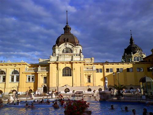 ตะลอนทัวร์ที่ Budapest ไข่มุขแห่งแม่น้ำดานูบ ตอน 2 เดินเล่นวันหมอกลงในตัวเมือง