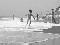 Libert / Freedom (mm.adrenalina) Tags: sea summer vacation bw holiday playing beach kids blackwhite jump jumping spain mare estate emotion happiness run casio pace piece andalusia spiaggia vacanza biancoenero spagna torremolinos bimbi giocare saltare felicit correre emozione pisellino