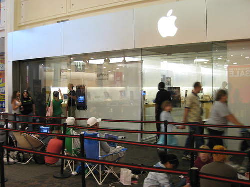 Apple Store pre-iPhone Launch