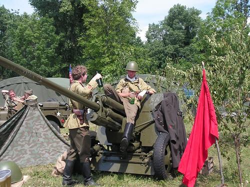 Russian artillery crew