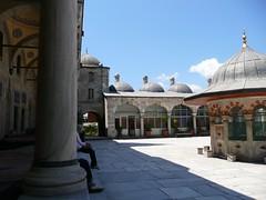 Sokollu Mehmet Paa Camii, avlu et accs sud (cercamon) Tags: gis istanbul mosque cami estambul mosque kadirga adrvan avlu mimarsinan sokullu sokollumehmetpasha kadrga sokollumehmetpaacamii sokollumehmetpaa kadirgasokullumosque