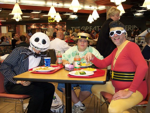 Jack Skelington, Woozy Winks and Plastic Man do lunch at Wizard World 2007
