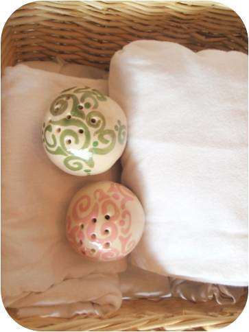 pink&green Soap flakes Ceramic Fragrance ball by ooty