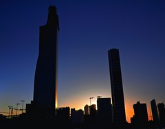 Good Night Sun ! -     (Aziz J.Hayat   ) Tags: blue red green silhouette canon magazine kuwait  aziz q8 yellew    50d     jhayat yagaza