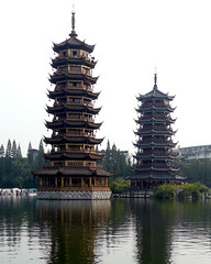 桂林杉湖日月双塔(1)Sun-Moon Pagodas at day in Guilin, China