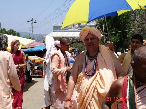 H H Jayapataka Swami in Tirupati 2006 - 0026 por ISKCON desire  tree.