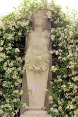statue in san polo