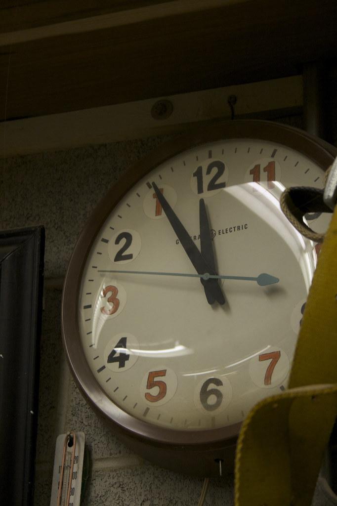 Left hander clock