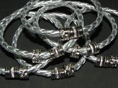 DSCN4179 (MarceloCabrera) Tags: metal bijuteria chita pulseira tecido pingente couro
