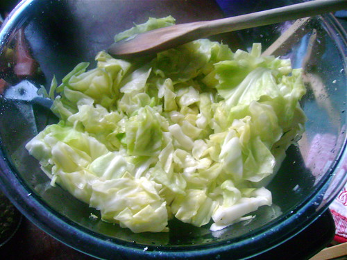 Salt-wilting the cabbage