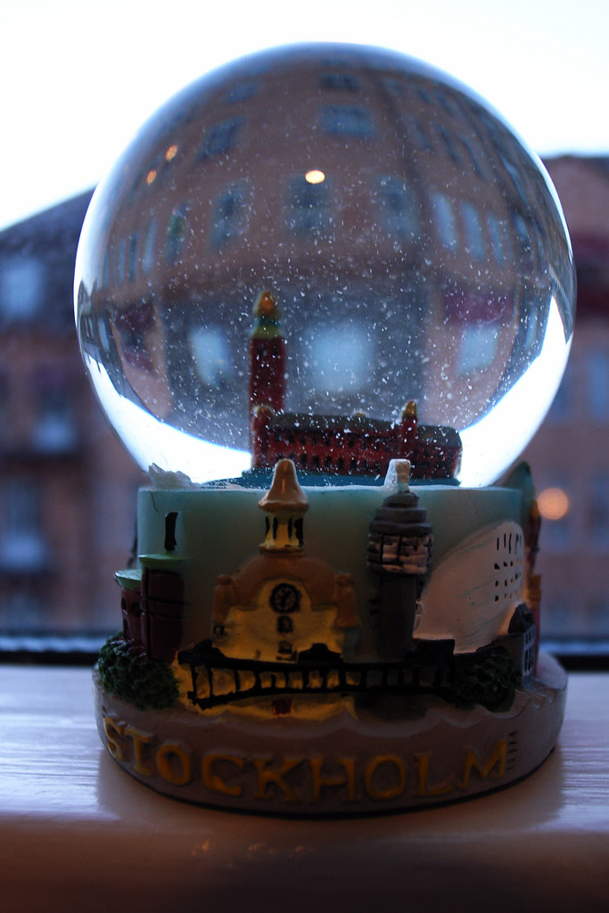Stadshuset in a snow globe
