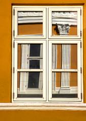 Ventana en Copenague - Window in Copenhaguen (catirebcn) Tags: white reflection blanco window yellow reflections denmark ventana mirror amarillo frame espejo reflejo mustard marco danmark dinamarca objeto reflejos mostaza ltytr1 a3b coolestphotographers