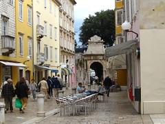 Една од средновековните порти на Задар