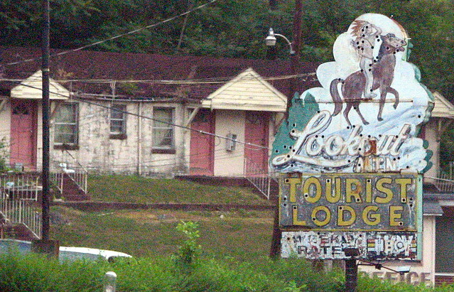 Lookout Mtn. Tourist lodge