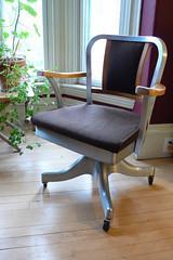 Shaw Walker swivel office chair, model 8319: front