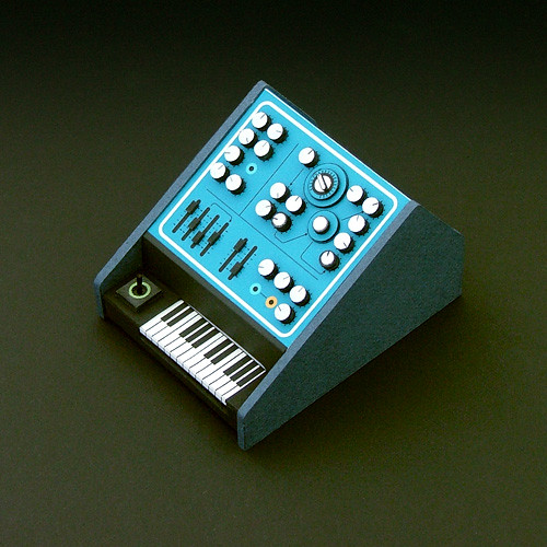 鍵盤付段ボールシンセサイザー
