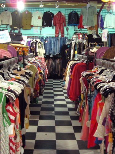 7 Pro Tips For Doubling Profits on Your Vintage Clothing Auctions