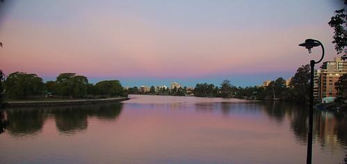 O rio Brisbane numa tarde de inverno, Austrália, foto tirada aqui atrás de casa
