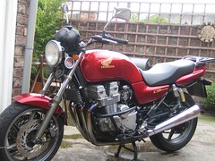 I cleaned my bike!! (Bronny Bird) Tags: bron cb750