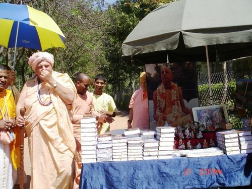 H H Jayapataka Swami in Tirupati 2006 - 0045 por ISKCON desire  tree.