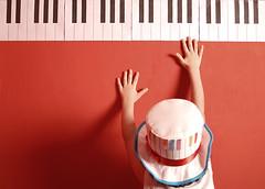 [ 29 \ 45 ] (Ebtesam.) Tags: red 35mm piano saudi arabia jeddah nikond40x ebtesam