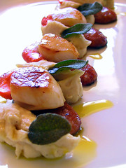 Scallops w chorizo & white bean puree