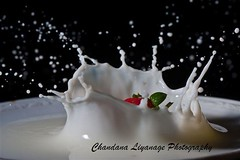 Strawberry milkshake... :) (Chandana_Li) Tags: canon milk droplets drops strawberry crown srilanka watar chandana liyanage