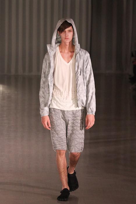 SS11_Tokyo_MOLFIC017_Tommy Cox(Fashionsnap)