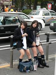 Colegialas (kirainet) Tags: girls people amigos 2006 pedro ciro uniforme piernas minifalda colegialas