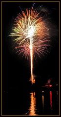 Fireworks over Lake Bloomington (K2D2vaca) Tags: usa illinois fireworks il fourthofjuly 4thofjuly independenceday centralillinois lakebloomington 7407 abigfave k2d2vaca