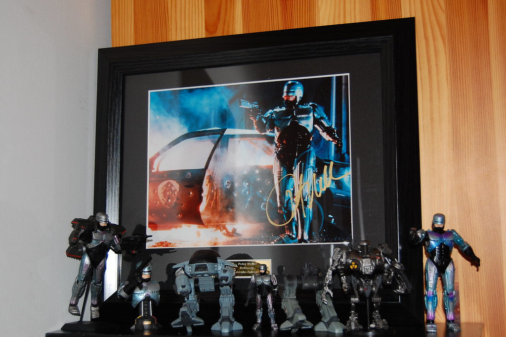 Peter Weller Autograph on a Robocop 2 Photo