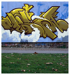 Road Runner (TEAONE 9N069T) Tags: clouds graffiti northwest tea character cartoon bubbles nonstop roadrunner nsa teaone 9no69t