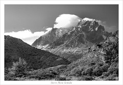 Cerro Paine Grande (b&w) (HaukeSteinberg.com) Tags: chile blackandwhite bw patagonia mountain lake snow mountains clouds canon landscape eos blackwhite adams sigma explore cerro andes torresdelpaine schwarzweiss landschaft cuernos torres paine glacial blueribbonwinner ultimaesperanza sdamerika southamerika specland sigma1770 cuernosdelpaine 400d eos400d canoneos400d sigmaaf1770mmf2845dcmacro cerropainegrande excellentphotographerawards patagoonia