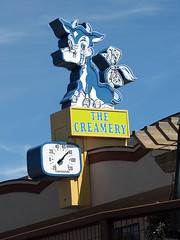 The Creamery (Vintage Roadside) Tags: sign oregon cow neon signage neonsign dairy