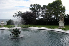 RI - Newport - Rosecliff - Lily Fountain (wallyg) Tags: ri fountain landmark rhodeisland newport mansion rosecliff mckimmeadandwhite gildedage mckimmeadwhite nationalregisterofhistoricplaces nrhp newportcounty aquidneckisland stanfordwhite usnationalregisterofhistoricplaces preservationsocietyofnewportcounty theresafairolerichs hermanoelrichshouse jedgarmonroehouse lilyfountain edgarmonroehouse