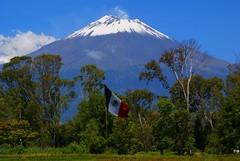 Don Goyo es Mexicano Si Seor! (Jesus Guzman-Moya) Tags: mxico landscape mexico interestingness flag paisaje bandera puebla popocatepetl vulcano volcan dongoyo atlixco 10faves i500 outstandingshots chuchogm jessguzmnmoya anawesomeshot travelerphotos