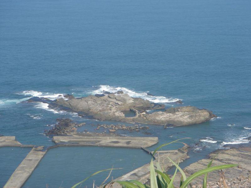 這個不起眼的礁岩是台灣極東點喔!