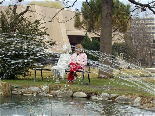 femme sur un banc